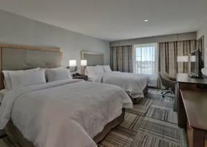 Hampton Inn Artesia queen beds