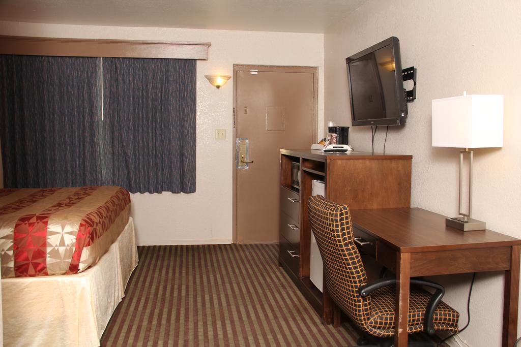 budget inn artesia NM desk