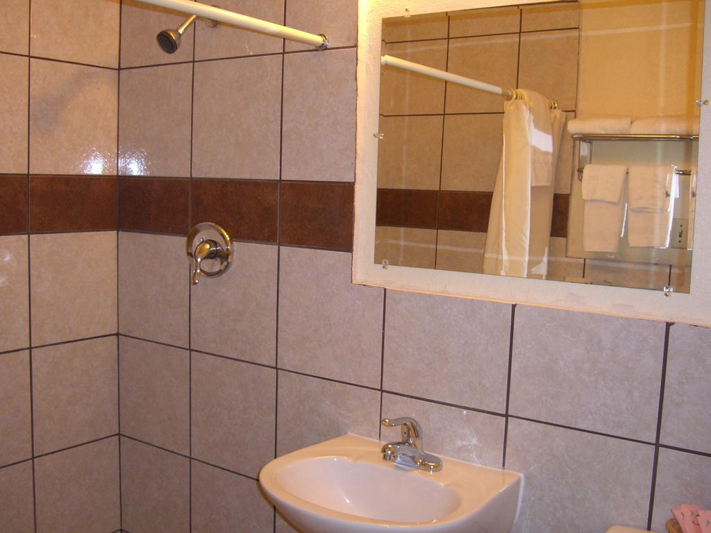 budget inn artesia NM shower