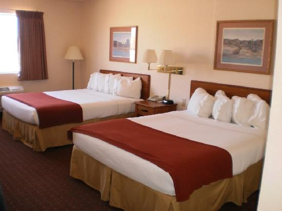 Legacy Inn and Suites Artesia NM Room double queen